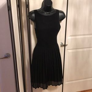 Forever 21 Black sleeveless lace pleated dress S